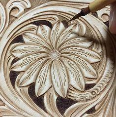 #leathercarving #leatherwork #leathercraft #leathergoods #floraldesign #レザークラフト…
