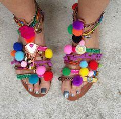 DIY Pom Pom sandals!   http://www.steelemystyle.com/2015/11/16/diy-pompom-leather-sandals/