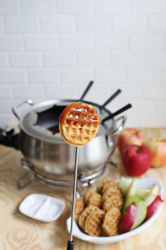 14 Comforting Recipes That Make Fondue Parties a Thing Create the perfect night out by gathering friends and family around a pot of warm melted cheese, chocolate or even caramel! Fondue is such an easy, fun, crowd-pleaser of a party food. While the bes… Fondue Restaurant, The Melting Pot, Beer Cheese, Fondue Cheese, Delicious Desserts, Dessert Recipes, Yummy Food, Tasty, Fondue Raclette