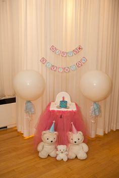 cake smash   http://fabgabblog.com/2014/03/fab-fete-first-birthday-party-part-2/
