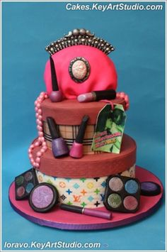 Fashionista: makeup and purse cake
