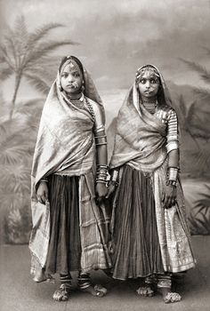 India | Portrait of two Marwari women, c. 1885 || Probably by Taurines
