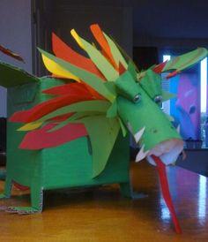 Bekijk de foto van AnjaDriesenaar met als titel Draak surprise voor Sinterklaas voor jongen, Erg makkelijk te maken door gebruik te maken van 'mal' op paperboxworld van draak! Met een wc-rol,  eierdoosdopjes en gekleurd papier heb ik de kop gemaakt.   en andere inspirerende plaatjes op Welke.nl.