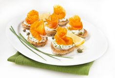 Blinis au saumon fumé Hors D'oeuvres, Mets, Panna Cotta, Appetizers, Saq, Snacks, Fruit, Breakfast, Ethnic Recipes