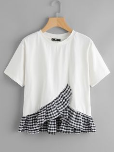 To find out about the Gingham Frill Hem Overlap Top at SHEIN, part of our latest T-Shirts ready to shop online today! Girl Outfits, Cute Outfits, Fashion Outfits, Style Casual, My Style, Umgestaltete Shirts, Diy Clothes, Clothes For Women, Shirt Refashion