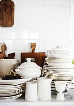 Dark grout creates a distracting grid pattern on the wall. Ergo, white grout, for a smooth, unbroken expanse, is best. Farmhouse Style Kitchen, Kitchen Dining, Farmhouse Pitchers, Hudson Grace, Kara Rosenlund, White Dishes, White Plates, Vintage Crockery, White Dinnerware
