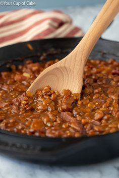 Make canned baked beans even better! This recipe for Easy Ultimate Baked Beans will be your new favorite side dish this summer and all year long! I'm OBSESSED with this recipe! How to Make Baked Beans: Canned Baked Beans, Best Baked Beans, Baked Beans With Bacon, Homemade Baked Beans, Baked Bean Recipes, Veggie Recipes, Beans Recipes, Slow Cooker Bbq, Slow Cooker Recipes