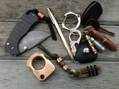 i wish i knew what the bronze/copper ring thing at the bottom was. [every day carry post]