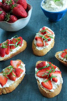 Whipped Feta Crostini with Strawberries 2 Whipped Feta, Strawberry Jam, Bruschetta, Strawberries, Cheesecake, Appetizers, Yummy Food, Snacks, Breakfast