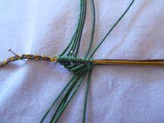 ΦΘΙΝΟΠΩΡΙΝΑ ΦΥΛΛΑ | kentise Macrame Jewelry Tutorial, Macrame Necklace, Crochet Necklace, Macrame Patterns, Plant Hanger, Tutorials, Stud Earrings, Macrame Bracelet Tutorial, Fabrics