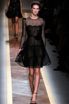 Valentino Spring 2012 Ready-to-Wear Fashion Show - Marte Mei van Haaster