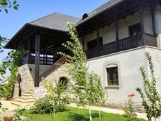 Romanian Traditional Houses – A Heartfelt Feeling Of Beauty - Houz Buzz Economic Efficiency, Work Abroad, Aesthetic Value, Beautiful Architecture, Log Homes, Traditional House, Countryside, Mansions, House Styles