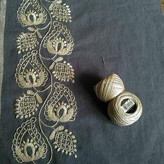 #樋口愉美子の刺繍時間 よりベーズリー。片側出来上がりました 昨日は「樋口愉美子の刺繍時間」に掲載された作品を見に二子玉川のリネンバードへ行ってきました緻密で繊細な美しい作品にうっとりです アップルトンの糸を買いに東京駅の越前屋さんへ・・・。 ・ #樋口愉美子の刺繍時間 #刺繍