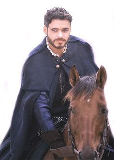 Richard Madden Looking Attractive On A Horse Richard Madden, Charming Man, Prince Charming, Medici Masters Of Florence, King In The North, Film Serie, Before Us, Attractive Men, Perfect Man