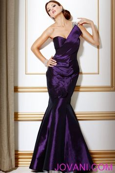 Purple purple purple!  I would have loved the days women actually dressed like this -- but was that ever real?  Or just a Hollywood thing?