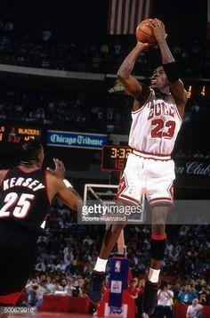 Fotografia de notícias : Chicago Bulls Michael Jordan in action, shot vs...