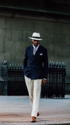 mens_fashion - All class with a Navy pinstripe double breasted jacket cream trousers tan tassel loafers white linen pocket square straw hat colorful paisley tie collar bar and two one shirt suit menswear gentlemen classy menstyle mensfashion doublebreaste Gentleman Mode, Gentleman Style, Mode Masculine, Sharp Dressed Man, Well Dressed Men, Cream Trousers, Look Formal, Herren Outfit, Mode Chic