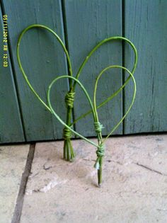 simple willow hearts