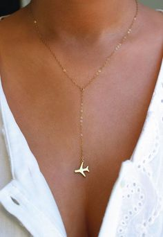 Gold Lariat Airplane Necklace // http://seattlestravels.com/etsy-travel-themed-gift-guide/