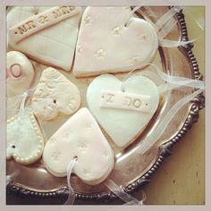 Vintage inspired wedding cookies by Nila Holden