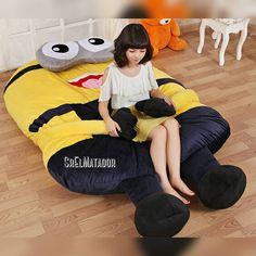 Mientras tanto en China El minion con compañía. y vos todo #ForeverAlone.  .  #MiércolesGabán #minion #cama #China #meanwhile #ElSalvador #SrElMatador