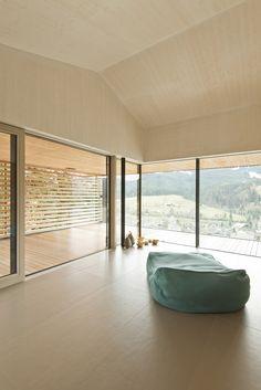 Meditationsraum_Holzboden_Glasfront_Holzdecke Massage, Bathtub, Windows, Bathroom, Timber Ceiling, Wood Floor, Homes, Standing Bath, Washroom