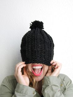 chunky ribbed slouch hat - free crochet pattern to make a cute chunky crochet hat Chunky Crochet Hat, Crochet Winter Hats, Crochet Slouchy Hat, Crochet Cap, Knit Or Crochet, Free Crochet, Knitted Hats, Slouchy Beanie, Crochet Accessories