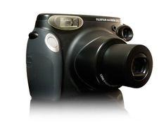 Geef uw feest extra sfeer met onze Polaroid camera's. Direct de foto's uitdraaien en overhandigen aan de feestgangers is altijd een leuke reminder aan uw feest. Bij het huren van de polaroid camera krijgt u standaard 2 cartridges met 10 foto's; u kunt dus gelijk 20 polaroids schieten.