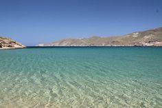 Aquele mar incrível e ~sem filtro~ da Grécia que você respeita. Quem quer se jogar nessa praia de Mykonos?