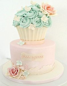 The Prettiest Giant Cupcake Cakes - Cake Geek Magazine Cupcake Torte, Big Cupcake, Giant Cupcake Cakes, Fondant Cakes, Vintage Cupcake, Rose Cupcake, Icing Cupcakes, Gorgeous Cakes, Pretty Cakes
