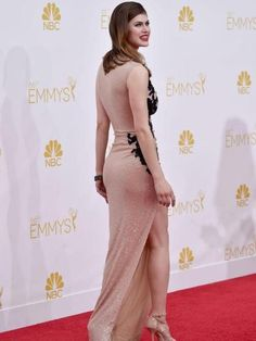 Alexandra Daddario Photos - Actress Alexandra Daddario attends the Annual Primetime Emmy Awards held at Nokia Theatre L. Live on August 2014 in Los Angeles, California. - Arrivals at the Annual Primetime Emmy Awards — Part 2 Beautiful Celebrities, Beautiful Actresses, Alexandra Daddario Images, Looks Pinterest, White Ripped Jeans, Celebs, Sexy Women, Outfits, Dresses