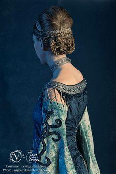 La Collectionneuse Modèle : Emmanuelle Terrien Costume : Atelier Les Vertugadins Maquilleuse : Charlotte Ravet Photo : Stéphane Casali