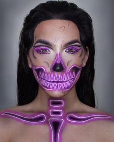Scary and glam skeleton makeup for women to rock the Halloween. Scary and glam skeleton makeup for women to rock the Halloween. Clown Halloween, Halloween Makeup Looks, Halloween Makeup Sugar Skull, Halloween Pranks, Halloween Ideas, Halloween Costumes, Helloween Make Up, Horror Make-up, Crazy Makeup