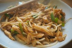 the 4 Cycle Solutions Japanese Diet - Fakeaway chicken chow mein Discover the Worlds First & Only Carb Cycling Diet That INSTANTLY Flips ON Your Bodys Fat-Burning Switch Slimming World Dinners, Slimming World Recipes Syn Free, Indian Diet Recipes, Ethnic Recipes, Chinese Recipes, Asian Recipes, Best Chicken Chow Mein Recipe, Chow Mein Sauce Recipe, Japanese Diet