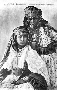 Africa | Women of the South ~ Ouled Nâhils. Algeria | ©Collection Régence, ca. 1910 | Scanned old postcard image