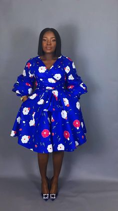 Love this pattern the dress. NOUVEAUX vêtements IN:African wrap Floral robe robe bleu African Dresses For Kids, Latest African Fashion Dresses, African Dresses For Women, African Print Dresses, African Print Fashion, African Attire, African Women, African Traditional Dresses, Dashiki Dress