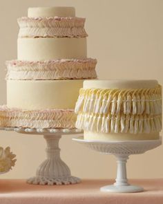 Get the how-to on these exotic wedding cakes (made with fresh leis!)