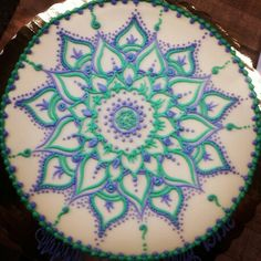 Cake Decorating - How To Make Your Icing Smooth And Even Fancy Cakes, Cute Cakes, Pretty Cakes, Cake Icing, Eat Cake, Cake Decorating Tips, Cookie Decorating, Mandala Cake, Henna Cake Designs