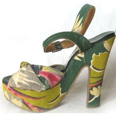 what a cute spring/summer shoe that would go well with a light or dark monotone halter dress!