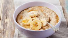 Banánová ovsená kaša s javorovým sirupom  | Recepty.sk Fruit Diet, Eat Fruit, Diet And Nutrition, Sin Gluten, Sugar Content In Fruit, High Calorie Diet, High Sugar Fruits, Protein Rich Snacks, Egg