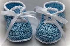 Cheryls Crochet These booties are made with Patons Grace Mercerized Cotton yarn. The booties are designed with a narrower heel to give a baby a Crochet Booties Pattern, Crochet Baby Booties, Crochet Slippers, Crochet Patterns, Crochet Bebe, Crochet For Boys, Love Crochet, Beautiful Crochet, Baby Boy Booties