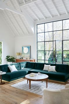Novel Small Living Room Design and Decor Ideas that Aren't Cramped - Di Home Design My Living Room, Home And Living, Living Room Furniture, Living Spaces, Small Living, Modern Living, Luxury Living, Bright Living Room Decor, Velvet Furniture