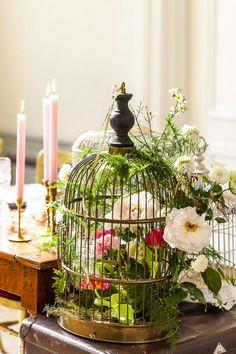 Mocht je ergens op een stoffige zolderkamer een antieke vogelkooi hebben staan? Voila!