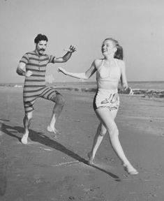 Norma Jeane at Zuma Beach with the theatre group The Drunkards Troup, 1946. Photo by Joseph Jasgur.