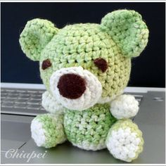 Frosty Apple Teddy Bear Free Amigurumi Pattern English and Japanese here: http://www.7headlines.com/article/show/467512649 ( 2 tabs use the left)