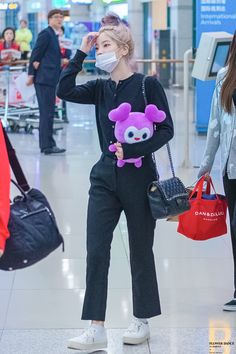 TWICE - Dahyun<< The Lovelies plushie gives me major UWU vibes Fashion Idol, Kpop Fashion Outfits, Korean Outfits, Girl Fashion, Girl Outfits, Nayeon, Korean Airport Fashion, Korean Fashion, Kpop Girl Groups