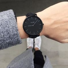 It's #CLUSE o'clock  thank you very much @clusewatches for this amazing watch ! Today I wear this beauty with a black and white outfit ! What are you thinking about it ?