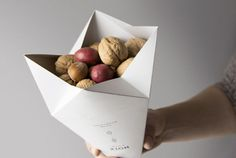 Origami Snack Packaging - Gautier's Winter Nuts Branding Unfolds to Reveal Seasonal Inspiration (GALLERY) Seafood Market, Seafood Dinner, Paper Packaging, Gift Packaging, Smart Packaging, Cookie Packaging, Product Packaging, Food Packaging Design, Packaging Design Inspiration