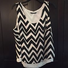 Chevron print size 3x tank top Beautiful two later chiffon like material tank top. Looks great with jeans or dressed up. Marked as 3x but I would say it would fit 18-22 Tops Tank Tops