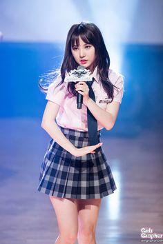 아이돌그래퍼 South Korean Girls, Korean Girl Groups, Asian Woman, Asian Girl, Kpop Entertainment, Girls In Mini Skirts, Cute Girl Photo, Pretty Asian, G Friend
